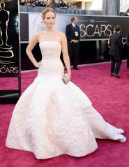 Jennifer Lawrence - Le Red Carpet de la 85eme Cérémonie des Oscars 002