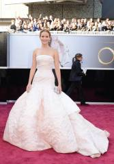 Jennifer Lawrence - Le Red Carpet de la 85eme Cérémonie des Oscars 004