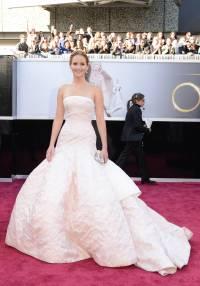 Jennifer Lawrence - Le Red Carpet de la 85eme Cérémonie des Oscars 004