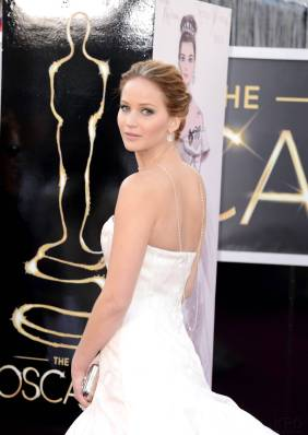 Jennifer Lawrence - Le Red Carpet de la 85eme Cérémonie des Oscars 009