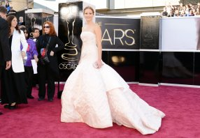 Jennifer Lawrence - Le Red Carpet de la 85eme Cérémonie des Oscars 014