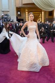 Jennifer Lawrence - Le Red Carpet de la 85eme Cérémonie des Oscars 015
