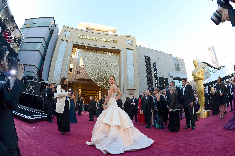 Jennifer Lawrence - Le Red Carpet de la 85eme Cérémonie des Oscars 016
