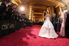Jennifer Lawrence - Le Red Carpet de la 85eme Cérémonie des Oscars 020
