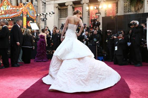 Jennifer Lawrence - Le Red Carpet de la 85eme Cérémonie des Oscars 023