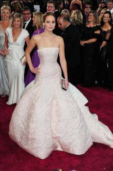Jennifer Lawrence - Le Red Carpet de la 85eme Cérémonie des Oscars 035