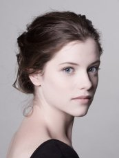Mina Murray ( Jessica de Gouw (Arrow), la bien aimée de notre malgré tout romantique vampire .