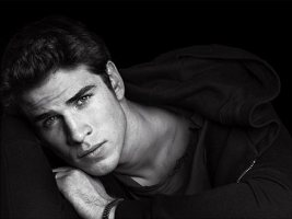 liam-hemsworth-gale