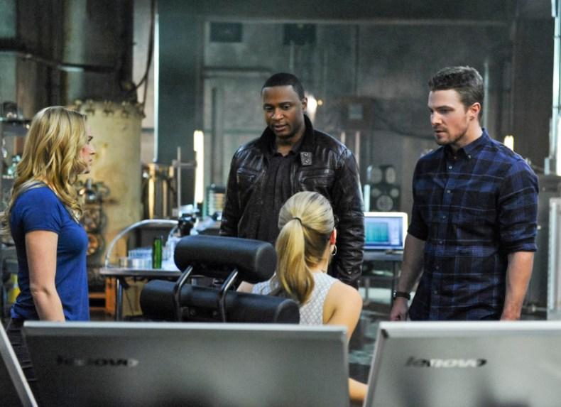 Arrow - S02E19 - Oliver, Sara, Diggle et Felicity