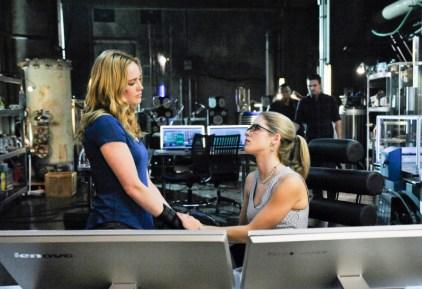 Arrow - S02E19 - Sara et Felicity