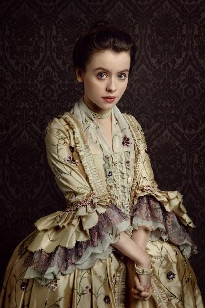 Mary Hawkins - Elle est une gentille et innocente jeune Anglaise avec un léger bégaiement nerveux. Fille d'un baronnet et nièce de Silas Hawkins, Mary est un pion dans les jeux de pouvoir de ses aînés.