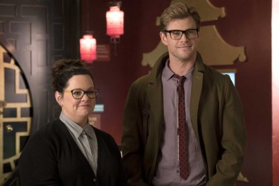 Abby (Melissa McCarthy) with Kevin (Chris Hemsworth) who came in to the Ghostbusters headquarters looking for a job in Columbia Pictures' GHOSTBUSTERS.