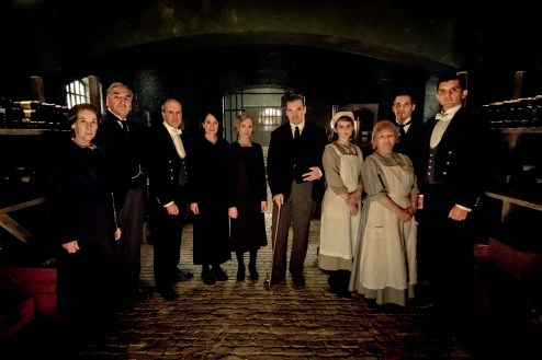 4127_D003_00075_R (L to R) Phyllis Logan stars as Mrs. Hughes, Jim Carter as Mr. Carson, Kevin Doyle as Mr. Molesley, Raquel Cassidy as Miss Baxter, Joanne Froggatt as Anna Bates, Brendan Coyle as Mr. Bates, Sophie McShera as Daisy, Lesley Nicol as Mrs. Patmore, Robert James-Collier as Thomas Barrow and Michael C. Fox as Andy in DOWNTON ABBEY, a Focus Features release. Credit : Jaap Buitendijk / © 2019 Focus Features, LLC