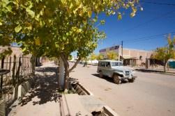 BARREAL / Une vieille jeep dans la rue principale du village. Beaucoup de vieux pick-up Peugeot aussi