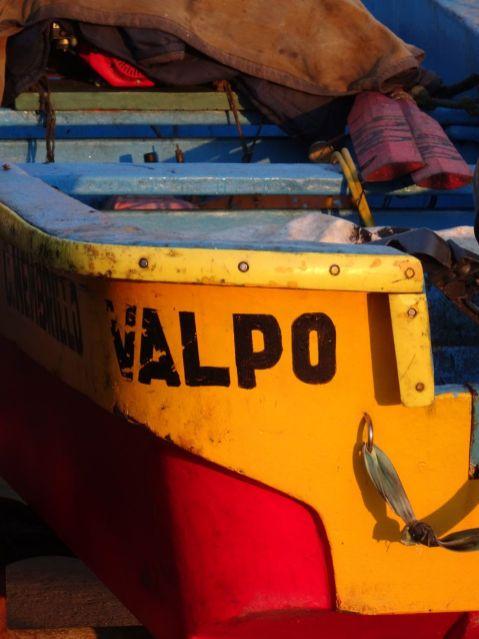 Avant même de découvrir la ville, nous voilà plongés dans l'univers de la mer et de la pêche, qui font battre le coeur de Valparaiso.
