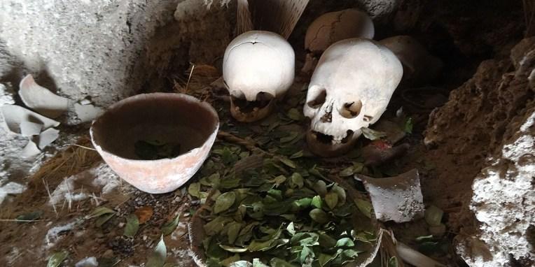 LIPEZ / Chullpas : tours funéraires au fond d'une grotte