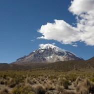SAJAMA / Le volcan Sajama, point culminant de la Bolivie à 6542m. Evo Morales a organisé un match de foot à son sommet pour protester contre la mesure prise par la Fifa qui interdit les match au dessus de 4000m