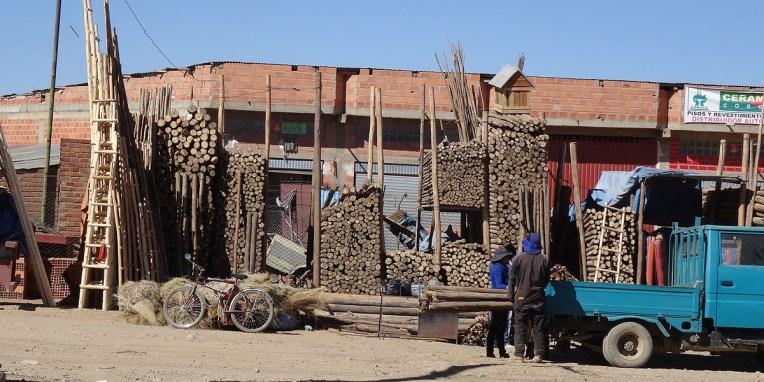 LA PAZ / Vendeur de structure en bois pour échafaudage