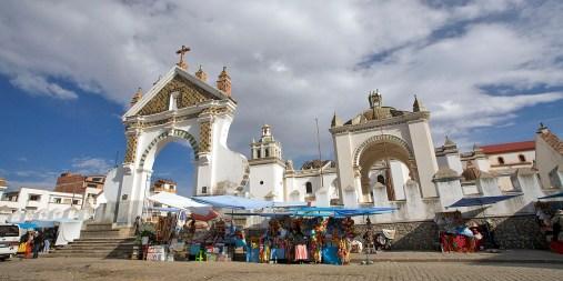 COPACABANA / Cathédrale mauresque devant laquelle sont baptisés les vehicules