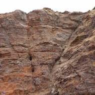 LAC TITICACA / Peu avant les ruines de Chincana, le rocher sacré Titi Kark'ha (ou rocher du puma ) dans lequel on est censé reconnaitre le visage de Viracocha, un homme blanc et barbu.