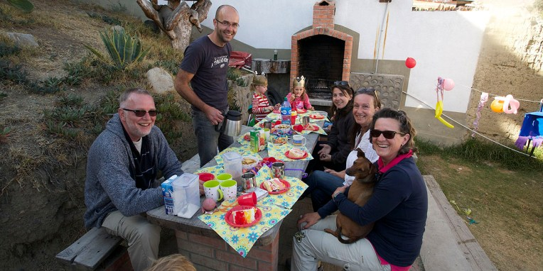 LA PAZ / Les voyageurs de l'hotel Oberland fêtent l'anniversaire d'Ellie