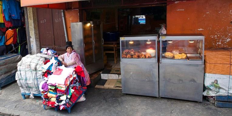 LA PAZ / Au menu aujourd'hui : une cuisse de poulet avec du riz et une paire de chaussette en cadeau bonus :-)