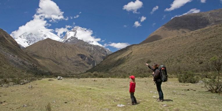 CORDILLERA BLANCA / La cordillère s'étend sur 180 kilomètres de longueur et comprend 35 sommets d'une altitude supérieure à 6 000 mètres dont le Huascarán, son point culminant avec 6 768 mètres d'altitude. La cordillère Blanche est la chaîne de montagnes tropicale la plus haute du monde.