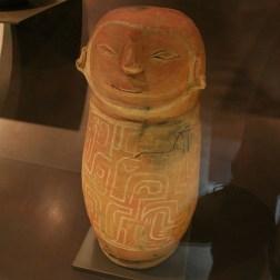 QUITO / Casa del Alabato (art pré-colombien) - urne funéraire