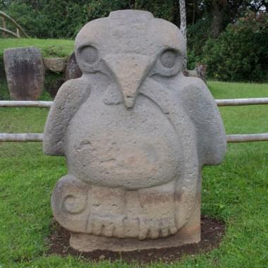 SAN AGUSTIN / Parc archéologique : l'aigle représente le monde spirituel (ciel) et le serpent l'inframonde (sous-terrain)