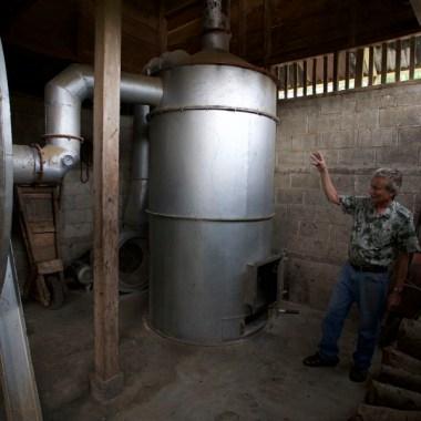 FINCA SANTA ELENA / Le café de A à Z : chaudière à bois pour accélérer le séchage du café