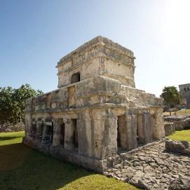 TULUM / Le temple des fresques. Il faut les chercher… et pourtant il parait qu'elles constituent l'un des témoignages picturaux les plus importants de la période maya