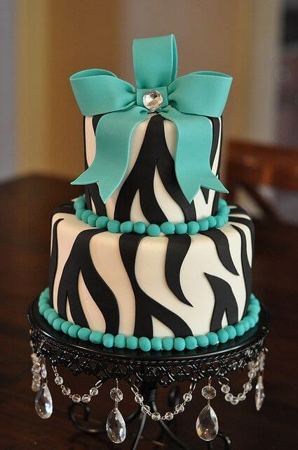 bolos-de-15-anos-2-andar-branco-com-azul-turquesa