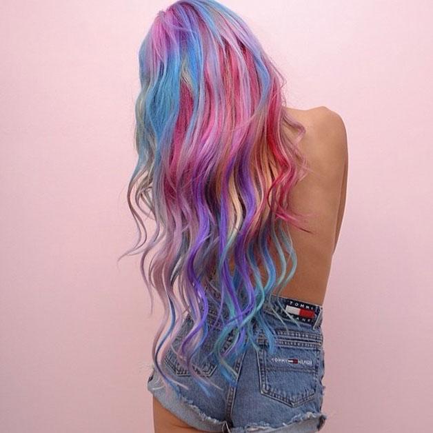 cabelo-colorido-arco-iris-ondulado
