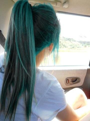 cabelos-coloridos-fios-verde-liso