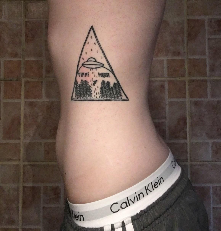 tatuagem-de-alien-na-costela-nave