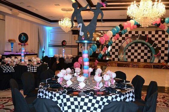 festa-de-15-anos-estilo-anos-60-mesas-convidados