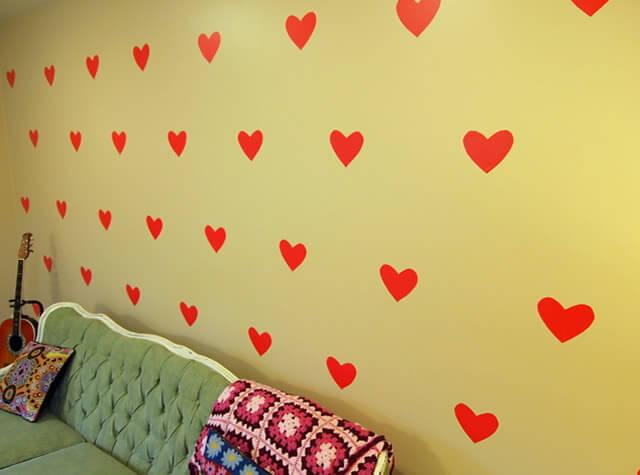 contact-como-decoração-para-parede-em-formato-de-coração