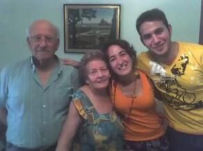 2007'VIII. Con los abuelos y mi hermano
