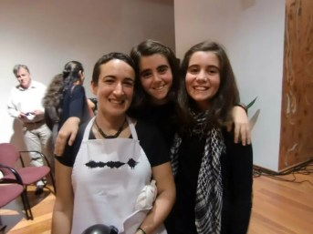Con mis primas artistas, Ana y Mercedes, antes de la actuación