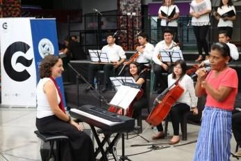 2017'II'21. San Salvador. Concierto en el Mercado Cuscatlán - concierto - 7 - solo de Anastasia López