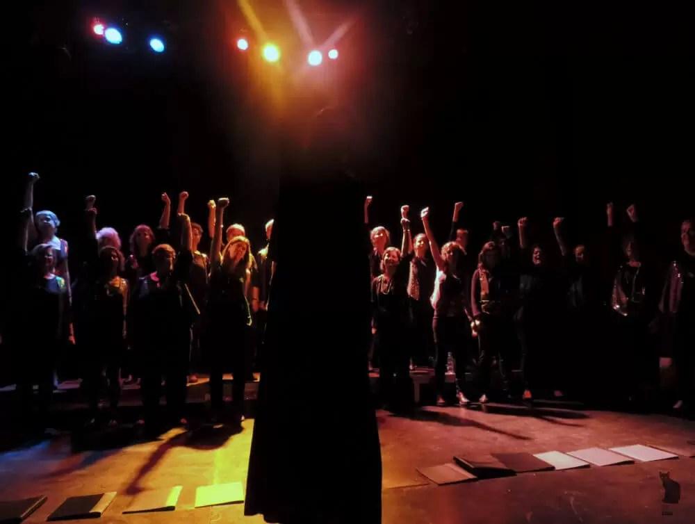 2017'XII'15. Coro Entredós en el Teatro del Barrio - sombras (foto: Ela R que R)