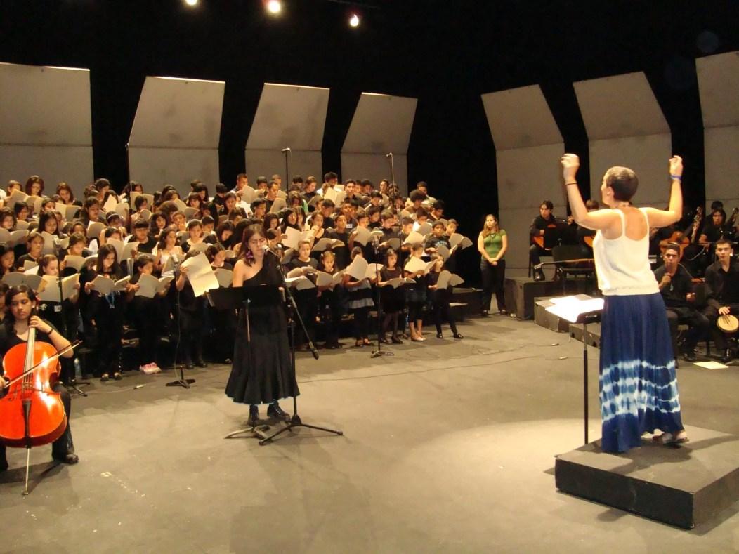 2012. Ensayo de Latinoamérica, con Egly Larreynaga. Teatro Presidente