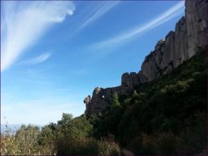 Al fondo, la Cadireta y la Roca Foradada