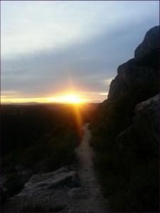 ...y disfrutamos la puesta del sol desde la montaña. ^^
