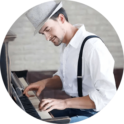 online music lessons, online piano lessons, hip piano player playing an upright