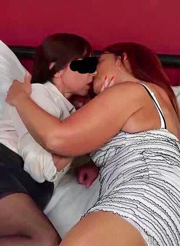 Elsas kyssas med sin väninna