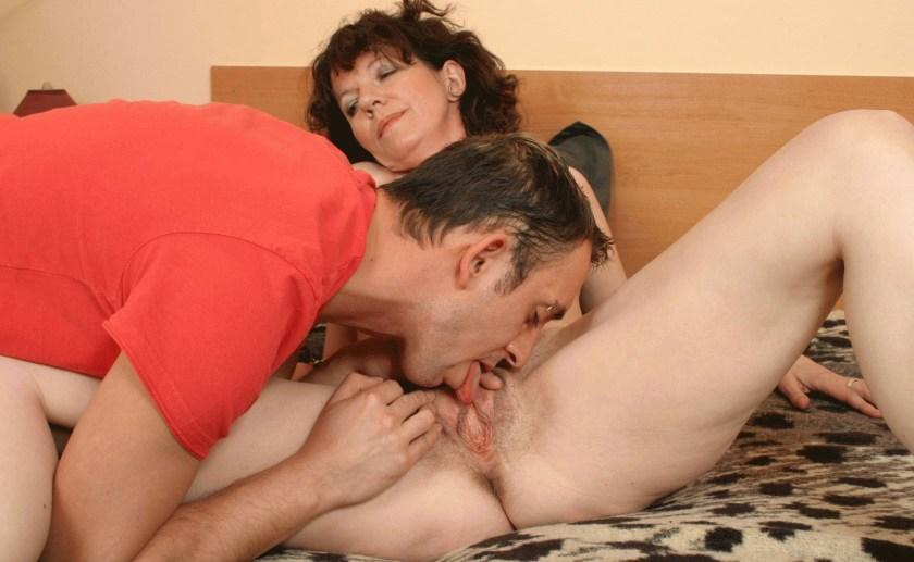 Han ger bra oralsex
