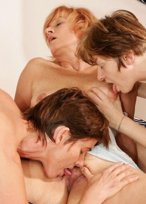 bilder på äldre nakna kvinnor