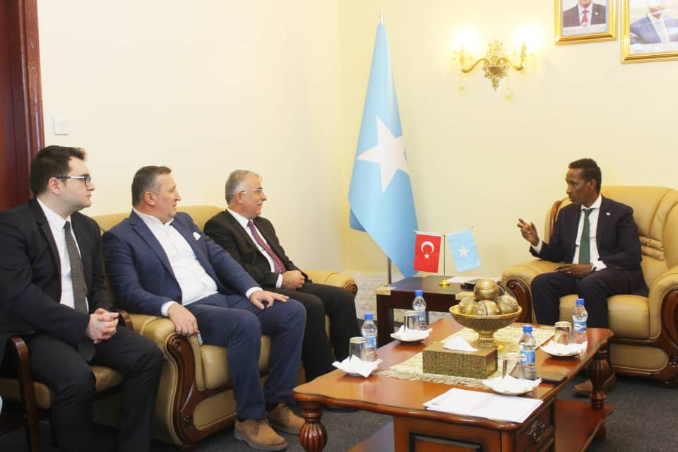 Somali Foreign Minister discusses with the Turkish ambassador trade and investment relations