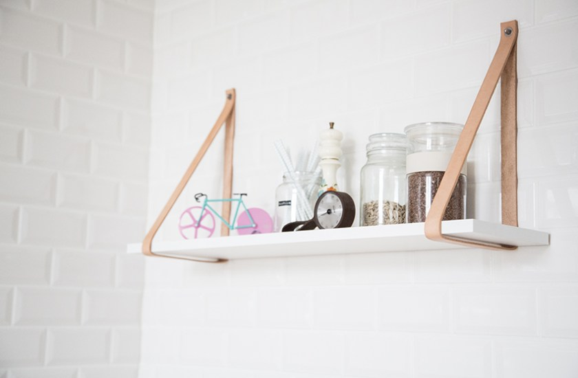 DIY - hanging shelf with leather straps